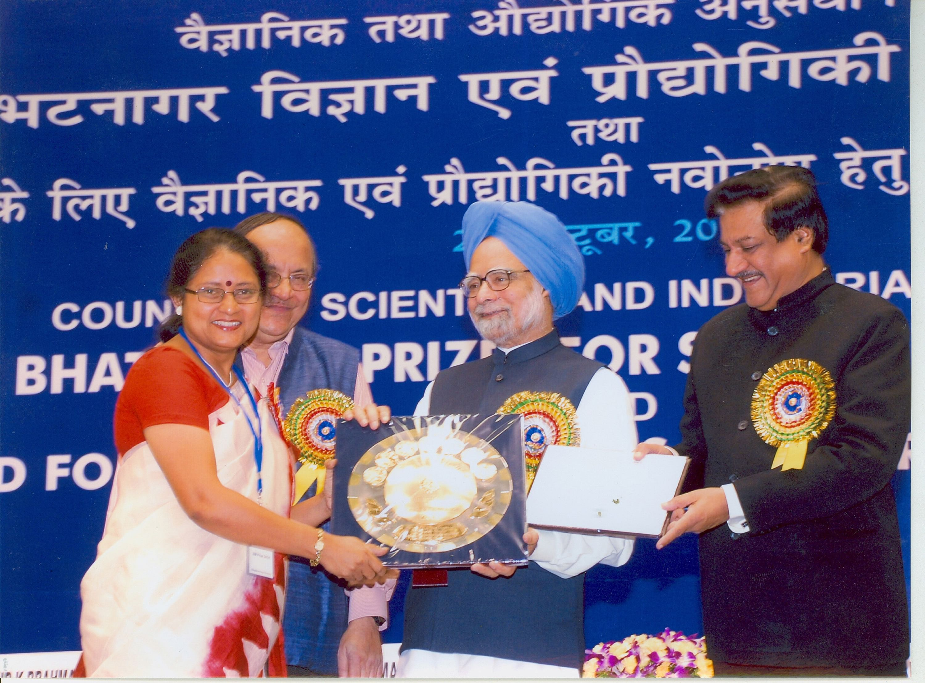 Sanghamitra Bandyopadhyay receiving the Shanti Swarup Bhatnagar Prize for 2010