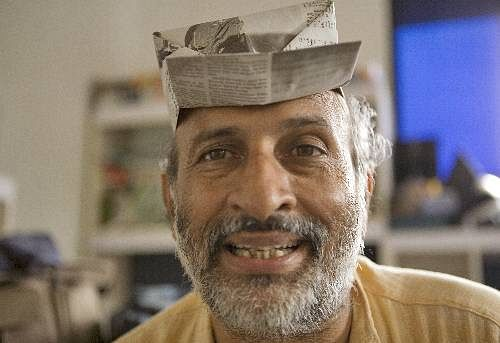 Arvind Gupta with his newspaper cap