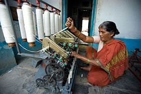 Carding machine in use
