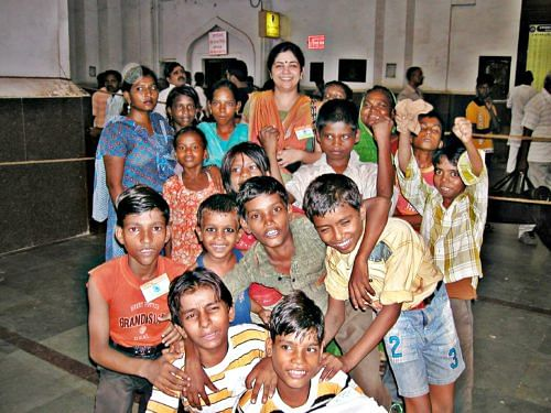 Shachi Singh with the children she has rescued from the Lucknow Railway Station. Thanks to Singh's organisation, Ehsaas, the Lucknow station is free of child labour now. (Credit: Tarannum\WFS)