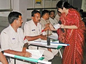 Shachi Singh conducting a training session with the personnel of the Government Railway Police. (Credit: TarannumWFS)