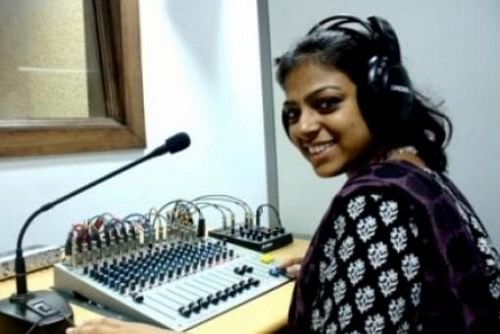 Bol Hyderabad 90.4 fm is a campus-based community radio station located in University of Hyderabad, Gachibowli.