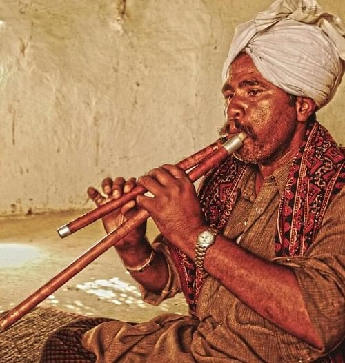 Ilahu Khan is an accomplished Satara player from the Barmer district. The Satara is a Rajasthani woodwind instrument adopted by Sindhi folk musicians, also called a Jori or Algoza.