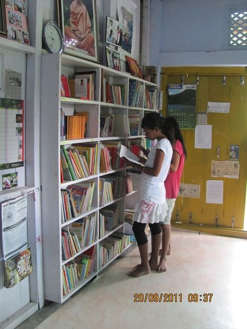 Children inside the Apne Library, Wakro