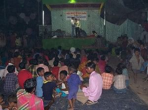 The audience enjoys the play being put up by the Harijan Para Slum Folk Theatre Group. (Courtesy: Dr Kasturi Bakshi)