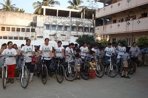 The Go Greens Girls cycling around India