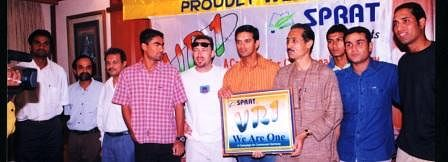 """Members of SPRAT with Rahul Dravid at the launch of their initiative """"VR1"""""""