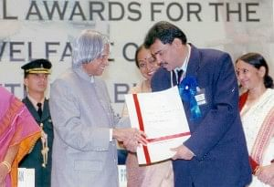 Charudatta receives the National Award for Best Disabled Employee in 2006 from the President of India - Dr. APJ Abdul Kalam