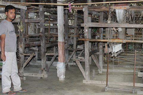 A view of the loom, one of several hundred in Sualkuchi