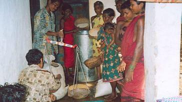 Villagers contributing to the grain bank. (Credit: Sarada Lahangir\WFS)