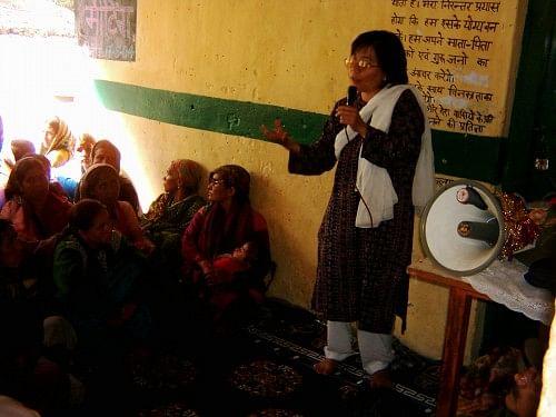 Jyotsna motivating womenfolk of Bhyundar