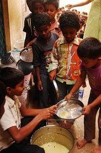 Distribution of food at school, Akshaya Patra