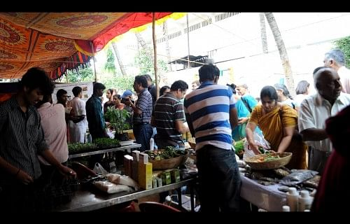 Bangaloreans checking out produce at Oota from Your Thota