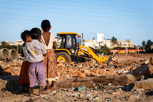 Demolishing on at Ejipura Slum. Pic: Julie Mcguire [www.juliemcguire.com]