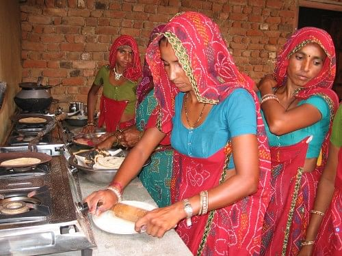 Santara Devi and members of the Sanjha Gas group of Jogia ka Bas village. Getting a gas connection was a luxury Santara could not afford. Now she gets a monthly income too from the community kitchen as the other women pay her a fixed amount for using the gas connection. (Credit: Abha Sharma\WFS)
