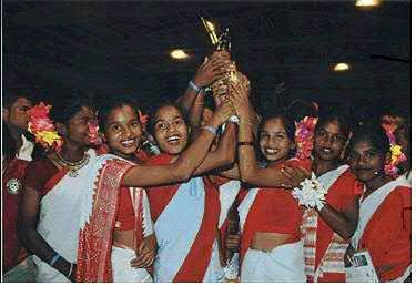 The 18 girls in their traditional attire, lifting the trophy at Victoria Gastiez, Spain