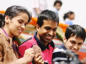 Pullela Gopichand with Saina Nehwal after winning the Olympic medal