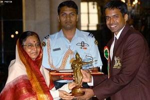 Gopi Chand receiving the Dronacharya Award