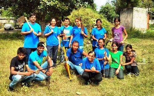 Team KHEL during their park cleanng drive for the Joy of Giving Week