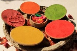 The natural holi colours made with discarded flowers