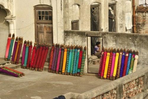 Banarasi weaves sunbathing.