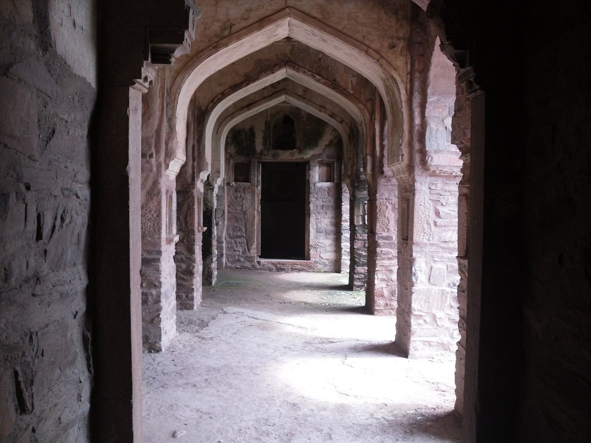 "Inside the ""spooky"" Bhangarh Fort (Credit: Arindambasu2, Courtesy: Wikepedia)"