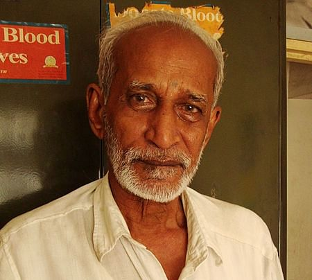 The 73-Year Old Librarian Who Has Been Donating Every Rupee He Earned To The Poor For 30 Years!
