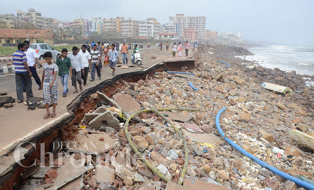 beach road, vizag, hudhud