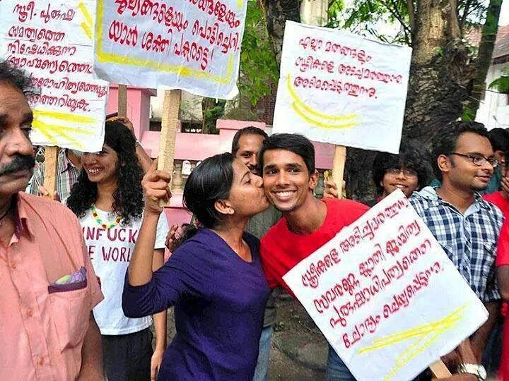 A group of college-goers in Kochi, Kerala, publically hugged and kissed one another in broad daylight, during peak hour traffic at the city's most popular hangout, Marine Drive. (Credit: KOL Campaign)