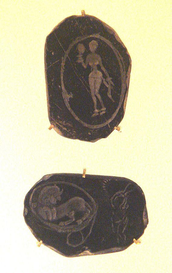 Grey Pottery With Engravings. photo Courtesy: PHGCOM/ Wikipedia
