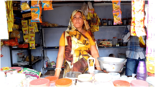 Bebiben from Chandkheda, Gujarat, donated her kidney to her husband, and seeks support to earn her livelihood.
