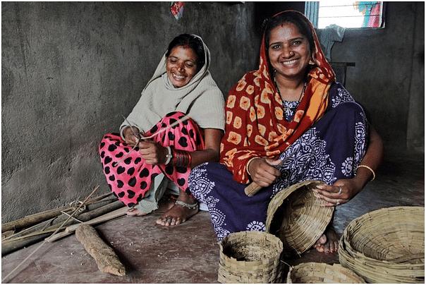 Sagari and Sadhana make and sell baskets in Jhabua, MP