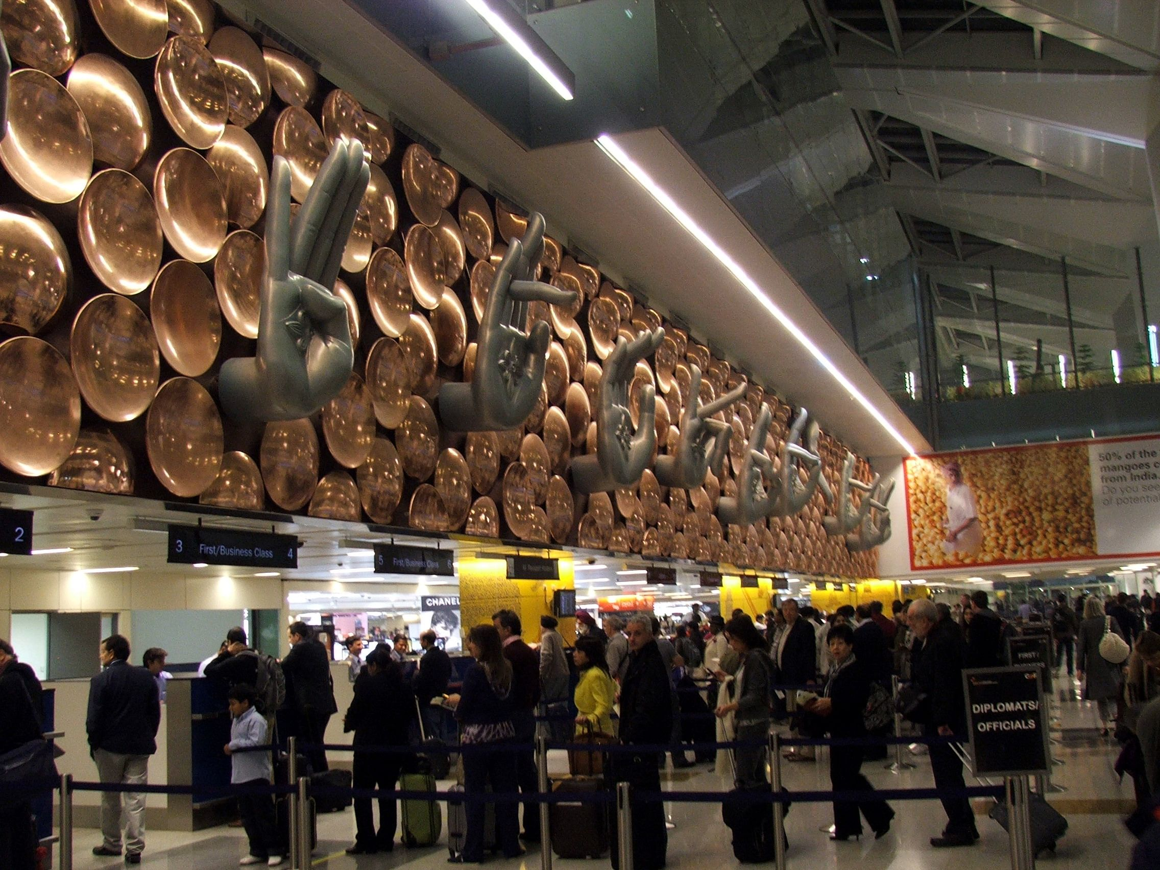 Mudras at arrival of T3 terminal, Delhi. Picture Source: Krokodyl/Wikimedia