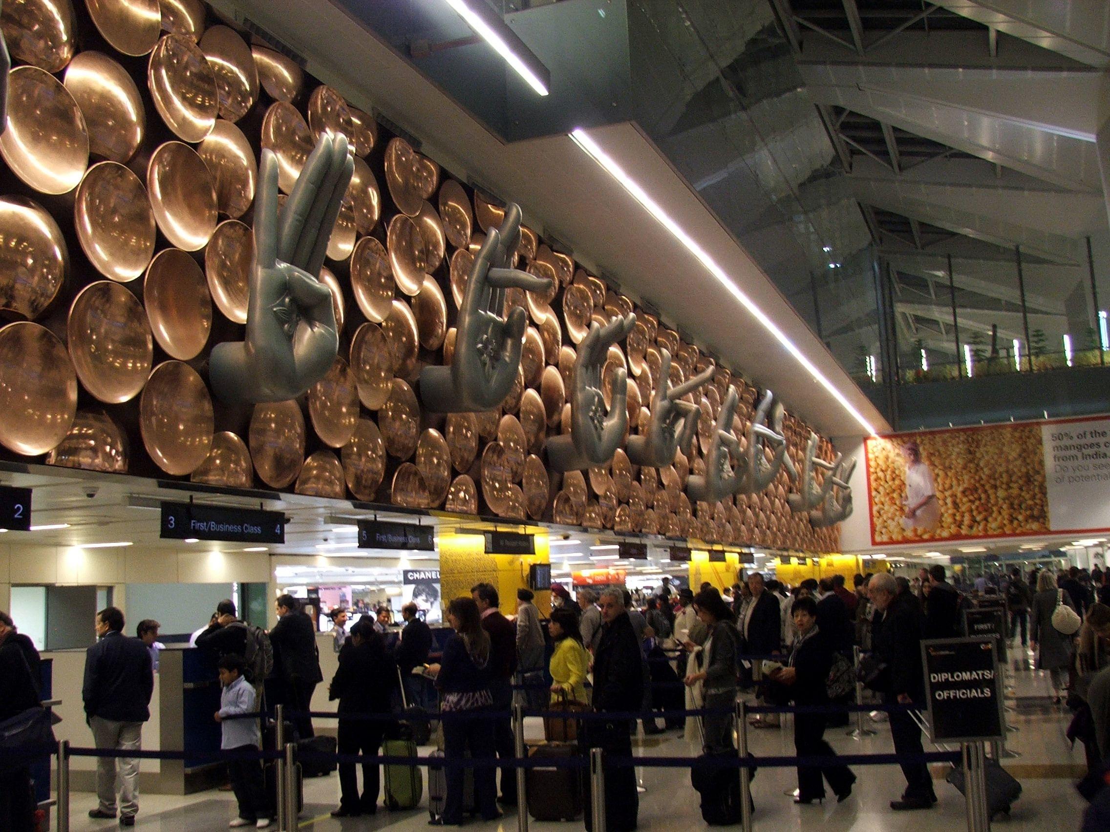 Mudras at arrival of T3 terminal, Delhi. Picture Source: Krokodyl/Wikimedia