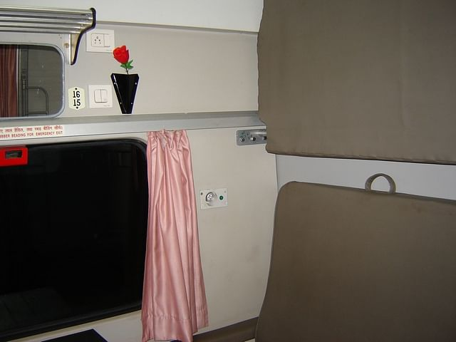 A first class compartment of a train. Photo credit: Satyakibanerjee / Wikipedia.