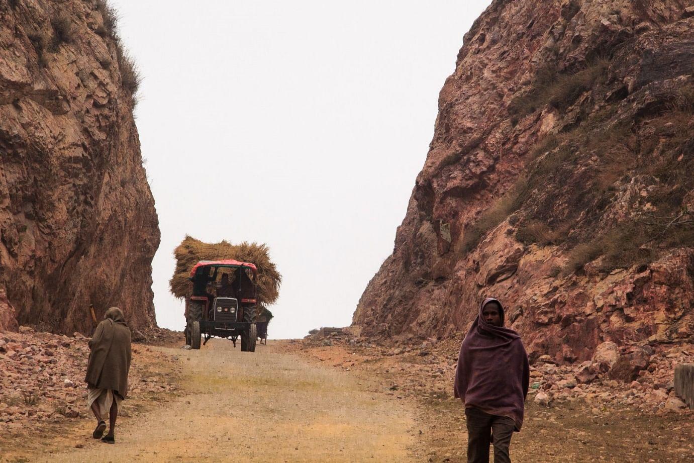 road by Manjhi