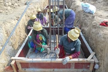 This industrious band of female masons is expertly managing all the work at the construction site in Sonbhadra district of Uttar Pradesh.