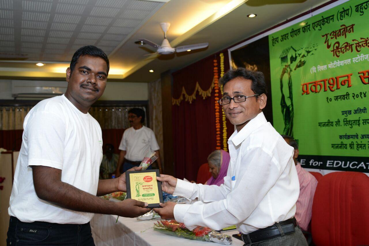 Varun Barnwal (left)