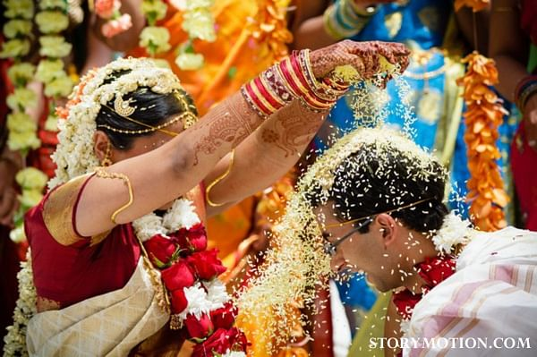 indian-wedding-ceremony-rice-throwing-orange-red-2