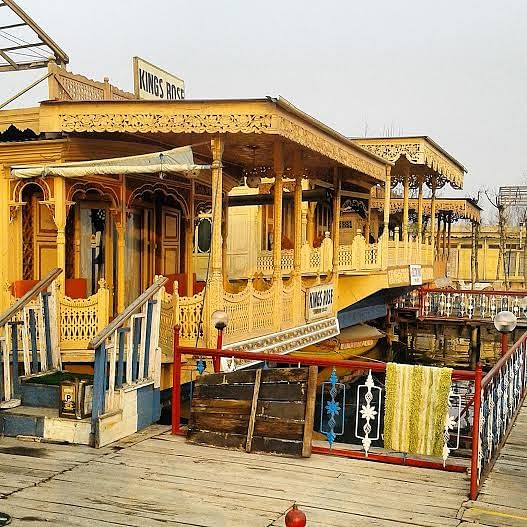 The buildings, the people, Jaco is in love with Kashmir