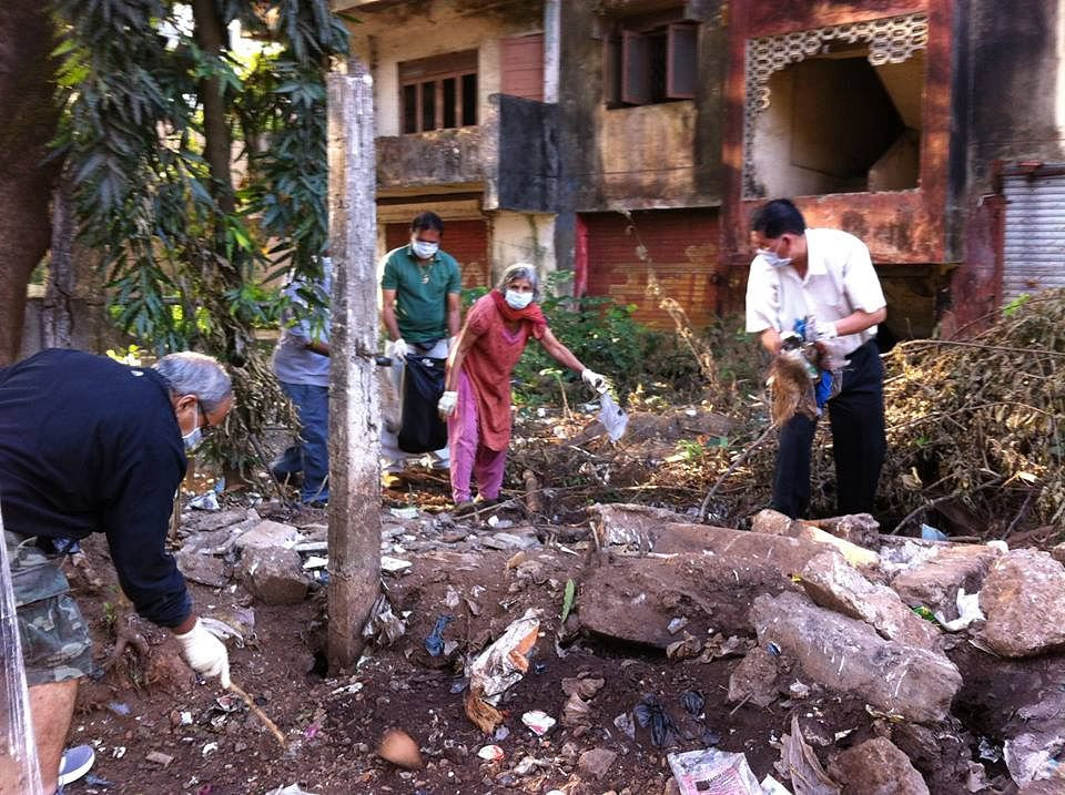 Alka and her team went to an area which was full of garbage and converted into a clean ground