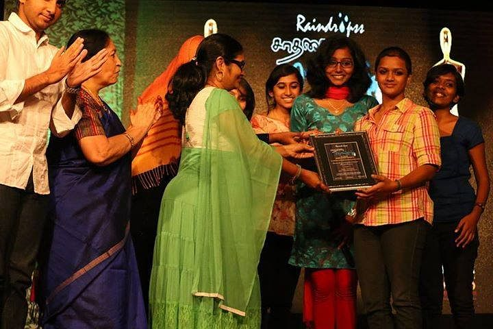 The team posing with the award- SAADHANAI PENGAL – Women Achiever Award for Outstanding Contribution towards social service