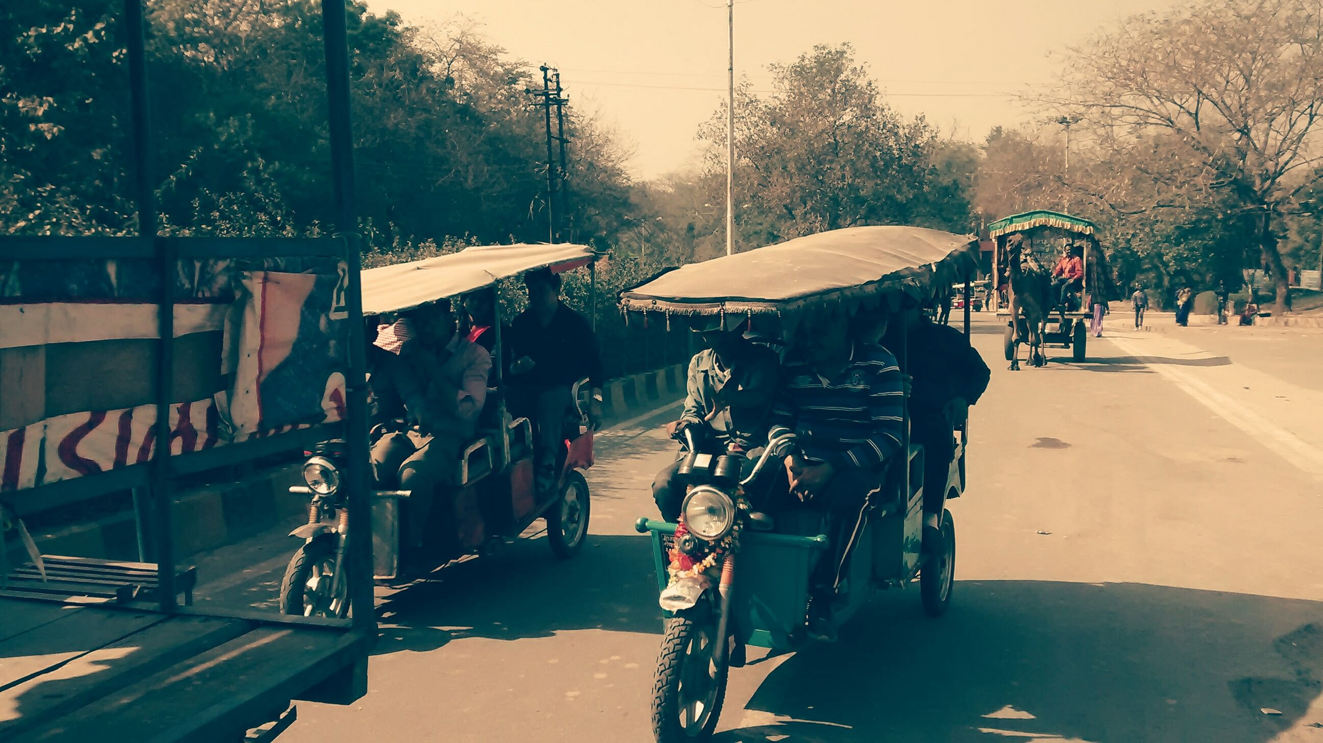 The rickshaws are smoothly running in Agra