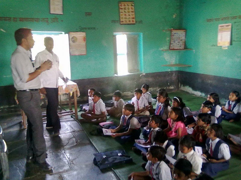 School kids being educated about the importance of good sanitation by SBM Morshi (Amaravati District, Maharastra)