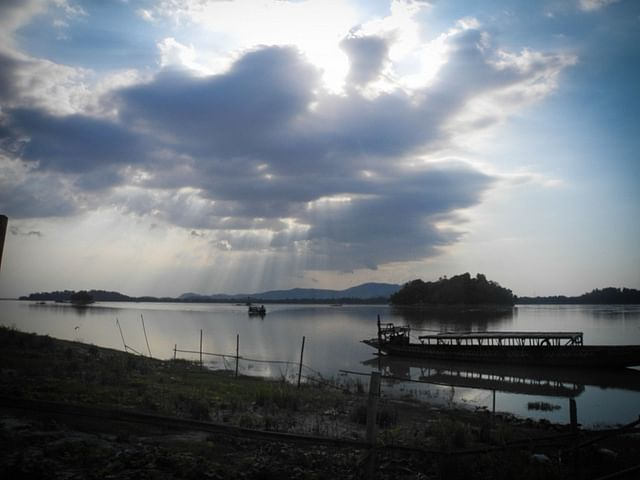 Some poetic British officer also conferred it the name Peacock Island because it resembled a peacock's feathers splayed in full view. Umananda stands proudly in the middle of the river Brahmaputra.