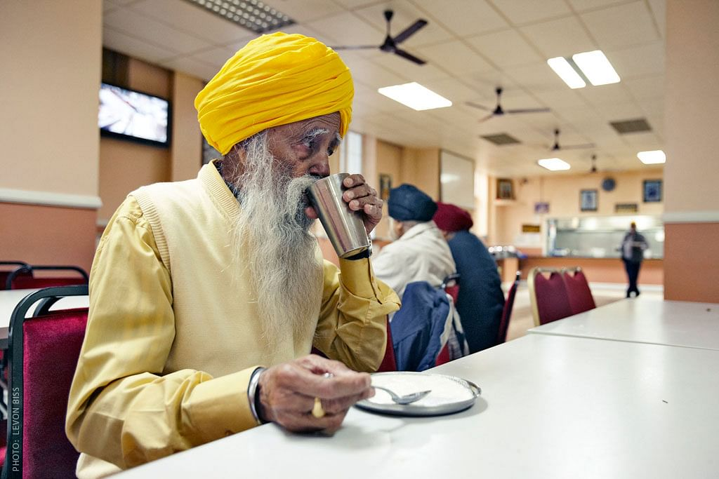 Fauja Singh enjoying his meal