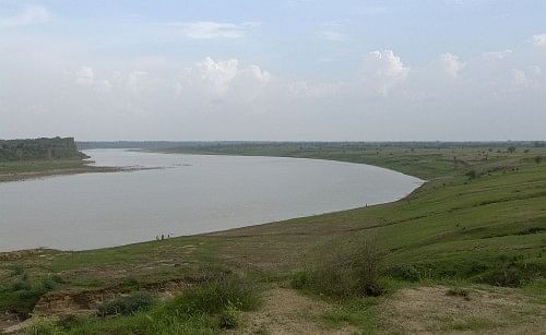 1024px-Chambal_river_near_Dhaulpur,_India