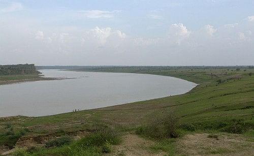 1024px-Chambal_river_near_Dhaulpur,_India