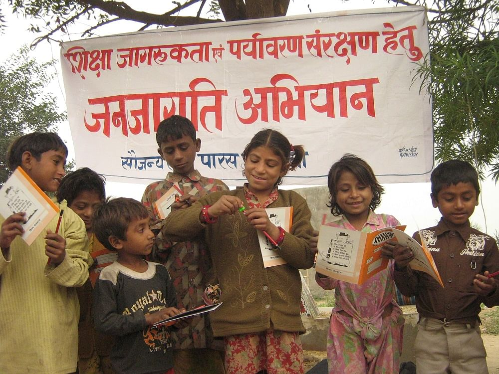 Paras India helps children in Bundelkhand read.