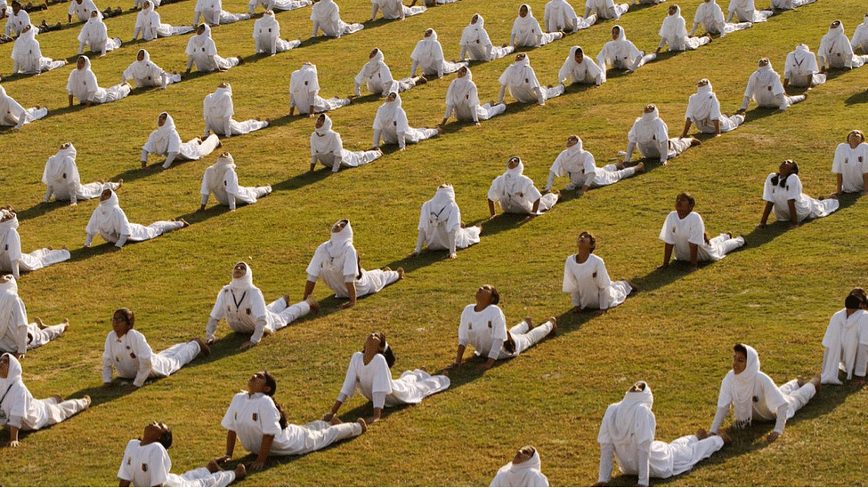 KASHMIRI STUDENTS PERFORMING YOGA IN SRINAGAR abclocal.go.com